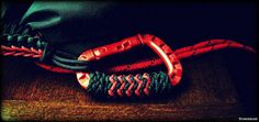 red tac link carabiner with pineapple and gaucho knots