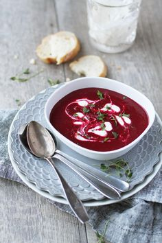 Beet soup with creme fraiche swirls Food Photography Styling, Food Styling, Beet Soup, Creme Fraiche, Beets, Baking Recipes, Carrots, Side Dishes, Food Porn
