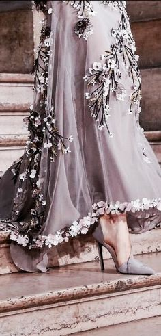 Georges Hobeika V Style Couture, Couture Details, Fashion Details, Look Fashion, Couture Fashion, Runway Fashion, Womens Fashion, Fashion Design, Color Mauve
