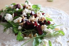 Rezept: Rote Bete Wraps mit Schafskäse und Rucola - Lavendelblog Grains, Rice, Beetroot, Pray, Healthy Snack Foods, Eat Lunch, Finger Food, Easy Meals, Chef Recipes