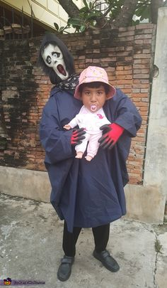 Baby Snatcher DIY Illusion Costume - 2015 Halloween Costume Contest