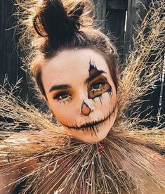 - The Haunted Scarecrow . Amazing Halloween Makeup, Halloween Eyes, Halloween Vampire, Halloween Makeup Looks, Creepy Halloween, Halloween Costume Makeup, Halloween Costumes Scarecrow, Scarecrow Makeup, Halloween Disfraces