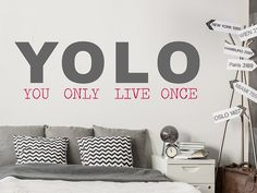 Wandtattoo YOLO - You only live once als Spruch an der Wand