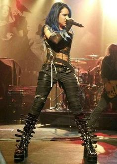 Alissa White Gluz / The Agonist/Arch Enemy Estilo Heavy Metal, Heavy Metal Girl, Heavy Metal Fashion, Heavy Metal Music, Heavy Metal Style, Death Metal, Looks Rock, Musica Metal, The Agonist