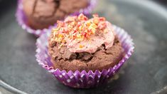 No artificial dyes here—these cupcakes get their luscious red colour from beets. A healthier frosting ups the crave-worthy factor. Food N, Good Food, Healthy Frosting, Epicure Recipes, Red Velvet Cupcakes, Menu, Yummy Eats, C'est Bon, Healthy Cooking