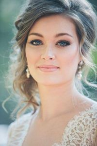 A nude lipstick helps draw attention to more dramatic eyes - don't miss these 10 natural wedding makeup looks!