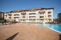 Apartment Arendoo in Aqua Dreams Complex Sveti Vlas Apartment Arendoo in Aqua Dreams Complex offers accommodation in Sveti Vlas, 1.5 km from Dinevi Marina. Guests benefit from balcony. Free WiFi is provided .  The kitchenette features an oven. A TV with cable channels is available.