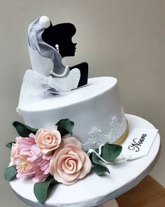 "Páči sa mi to: 1,541, komentáre: 7 – #No.1 Nigerian Cake Blog  (@cakebakeoffng) na Instagrame: ""#BridalShower Cake Design via @lacremeqatar ❤️❤️#Cakebakeoffng #CboCakes #InstaLove…"""