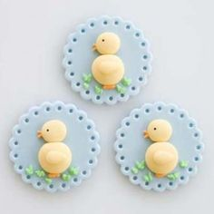 Fondant cupcake topper with Easter motif