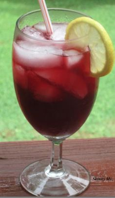 Sparkling Pomegranate Juice only takes 2 minutes to prepare! #skinnyms #drink #recipes