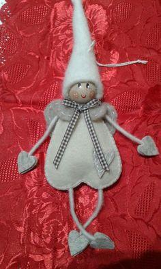 Handmade Christmas Crafts, Felt Christmas Decorations, Christmas Ornament Crafts, Christmas Sewing, Xmas Crafts, Felt Ornaments, Christmas Angels, Christmas Projects, Kids Christmas