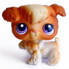 LPS#0037 (BIS) POODLE Variant. Playful puppies. Brown/orange and white fur, pink nose, pink/purple eyes. Raised paw.