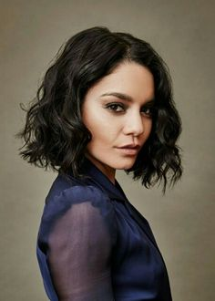 Medium Bob Hairstyles, Hairstyles With Bangs, Cool Hairstyles, Vanessa Hugens, Celebrity Hair Extensions, Vanessa Hudgens Short Hair, Medium Hair Styles, Curly Hair Styles, Emma Stone Hair