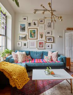 """A Brooklyn Apartment Is Full of Mood-Boosting Colors and Great Ideas - - Health and wellness expert Liz Moody calls her home a """"non-toxic, book and plant-filled Mexico City-inspired oasis. Home Interior, Living Room Interior, Interior Design, Apartment Interior, Apartment Living, Living Room Trends, Living Spaces, Brooklyn Apartment, Colourful Living Room"""