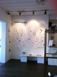 visual display - exhibition - via The Box Project Could use a pin board and string/cord and pins to change sizes of frames as needed. Visual Display, Display Design, Booth Design, Store Design, Display Ideas, Jewelry Booth, Jewelry Armoire, Jewelry Holder, Jewelry Ideas