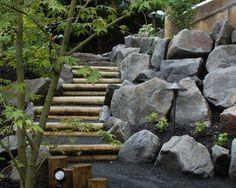 Gartenweg Am Hügel Gestalten Holz Design Steinmauer Stützmauer