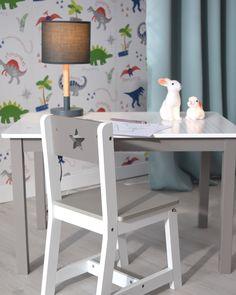 Petit bureau pour une chambre d'enfant.