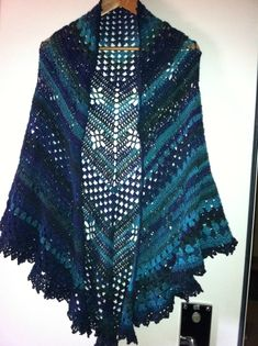 Disou's paloma shawl - free pattern via the link above the picture!