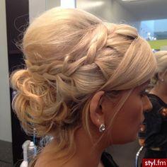 Fryzury wieczorowe włosy: Fryzury Długie Wieczorowe - Vv.O.sS - 2699369