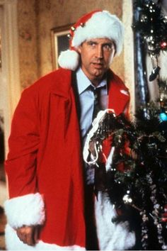 """This House's 'Christmas Vacation' Display Scared One Guy Into Calling The Police """"I was trying to get him down anyway I can."""" Chevy Chase hides behind the tree in a scene from the film 'Christmas Vacation', Classic Christmas Movies, Lampoon's Christmas Vacation, Christmas Time Is Here, Holiday Movie, A Christmas Story, Family Christmas, Holiday Fun, Merry Christmas, Christmas Collage"""