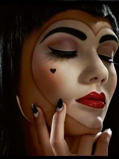 Queen Of Hearts Halloween Makeup So fun for our next costume party