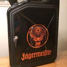 Verkauft! Jägermeister Kanister #jerrycan #jerrycanminibar #bern #konolfingen #schweiz #jägermeister @jagermeister @jaegermeisterde Man Crafts, Diy And Crafts, Jerry Can Mini Bar, Alcohol Dispenser, Oil Barrel, Small Bars, Creative Crafts, Metal Working, Liquor