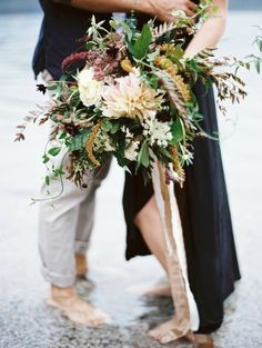 A wild, unstructured bouquet with lots of our favourite flowers. We love!