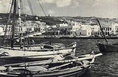 Μύκονος Mykonos Island, Mykonos Greece, Vintage Pictures, Old Pictures, Old Time Photos, Greece Pictures, Where The Heart Is, Sailing Ships, Paris Skyline