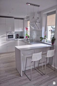 There is no question that designing a new kitchen layout for a large kitchen is much easier than for a small kitchen. A large kitchen provides a designer with adequate space to incorporate many convenient kitchen accessories such as wall ovens, raised. Kitchen Room Design, Modern Kitchen Design, Home Decor Kitchen, Rustic Kitchen, Interior Design Kitchen, Kitchen Designs, Kitchen Ideas, Modern Kitchen Interiors, Kitchen Layouts