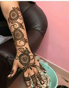Get Amazing Collection of Full Hand Mehndi Design Ideas here. Simple Mehndi Designs Fingers, Modern Henna Designs, Floral Henna Designs, Latest Arabic Mehndi Designs, Henna Designs Feet, Full Hand Mehndi Designs, Mehndi Designs For Girls, Mehndi Designs For Beginners, Khafif Mehndi Design