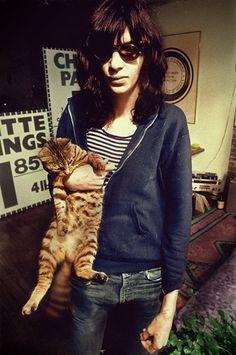 Joey Ramone et son chat.