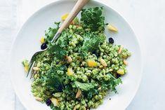 Lemony Barley Salad with Kale Pesto Zucchini Pesto, Kale Pesto, Asparagus Pasta, Tomato Pesto, Pesto Sauce, Pesto Recipe, Salad Recipes, Healthy Recipes, Healthy Treats