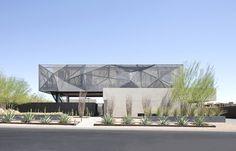 Головокружительный проект элитного консольного дома с открытым бассейном