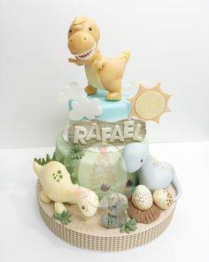 No photo description available. Dinosaur Birthday Cakes, 3rd Birthday Cakes, Dinosaur Party, Cupcakes Flores, Dino Cake, Zeina, Baby Dinosaurs, Baby Shower Cakes, Dragons