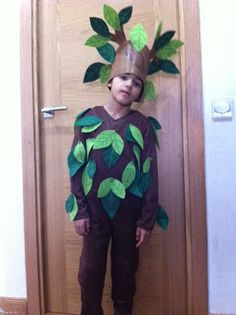 mamá lo hace: Disfraz de Arbol casero Book Costumes, World Book Day Costumes, Diy Costumes, Halloween Costumes, Tree Fancy Dress, Fancy Dress For Kids, Tree Costume, Flower Costume, Theme Carnaval
