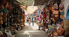 Nos vamos a Marruecos. En nuestra lista de lugares a visitar están ciudades como Marrakech, Fez o Tánger. En ellas queremos ver madrasas, mezquitas, antiguos palacios, tumbas... Y, por supuesto, tenemos intención de recorrer cada una de sus medinas y…
