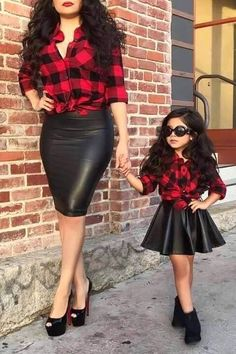 Mom daughter matching outfits are perfect to sport on the mother's day. Explore unique ideas for stylish and gorgeous matching dresses for mother and daughter Mom Daughter Matching Outfits, Mommy And Me Outfits, Family Outfits, Girl Outfits, Mommy Daughter Dresses, Toddler Outfits, Little Girl Fashion, Toddler Fashion, Fashion Kids