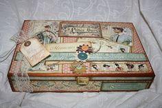 "Caja de madera decorada con papeles de Graphic45 ""Ladies Diary"""