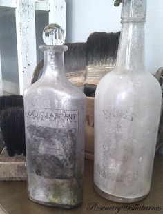 Awesome tutorial on transferring images to bottles! villabarnes: Transferring Images To Bottles Halloween Potion Bottles, Halloween Apothecary, Halloween Potions, Theme Halloween, Halloween Crafts, Apothecary Jars, Halloween Decorations, Altered Bottles, Vintage Bottles