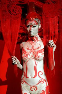 Culture-Specific Body Painting: MAC Cosmetic Artists Show Off Talents for…