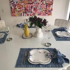 Para o almoço de hoje louca de borboletas e enxoval de bandana da @aparecidamirandaenxovais . Hoje usei o azul mas encomendei de todas as cores. #amocaseirices #lifeisgood #entreamigos #olioliteam #enxovaldemesa @olioli_lifestyle