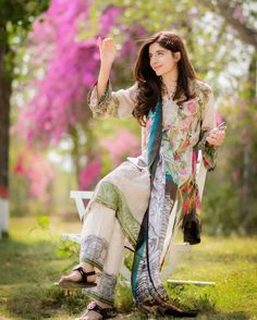 Like is only as beautiful as you believe it to be !!!✨✨✨ #InwardJourney #FarazManan #MawraHocane #Waliyanajib XX  #PakistaniFashion #PakistaniActresses ✨