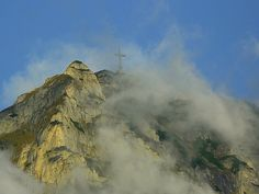 The Heroes' Cross Caraiman Peak Seen From Poiana Tapului Romania Romania Facts, Places To Travel, Places To See, Anchorage Alaska, Famous Castles, Guinness World, Historical Monuments, World Records, Wonderful Places
