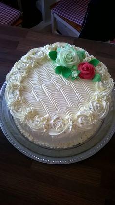 #leivojakoristele #mitäikinäleivotkin #täytekakku Kiitos Melina