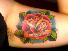 new school rose tattoo | Tatouage rose old school, symbolique rose et tattoo, rose et amour ...