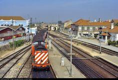 1455 CP Portugal CP 1400 class at Pinhal Novo, Portugal by Maarten van der Velden Locomotive, Van, Iron, Trains, Parking Lot, Transportation, Train Stations, World, Vans