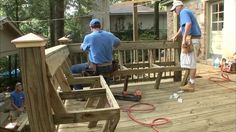 to Add Built-in Seating to a Deck VIDEO ONLY - When building deck seating, make the seat high by deep with a to slant on the back.VIDEO ONLY - When building deck seating, make the seat high by deep with a to slant on the back. Deck Bench Seating, Built In Seating, Cool Deck, Diy Deck, Outdoor Projects, Outdoor Decor, Backyard Projects, Deck Plans, Deck Railings