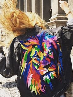 Jeans jacket with a picture - Multi Color lion The design consists of a hand-painted illustration on the back.