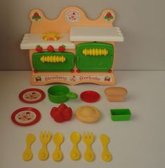 Kenner Strawberry Shortcake Sweet Scents Kitchen Stove Oven