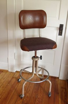 Incroyable Vintage Industrial Drafting Stool Brown Machine Age Chair Royal 1960